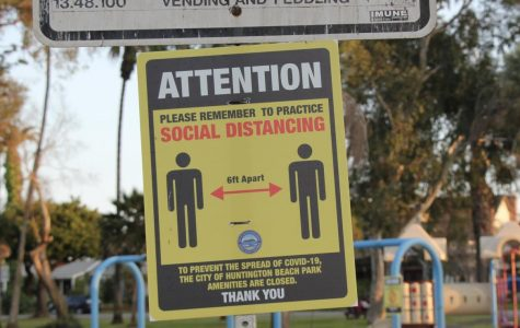 Social distancing sign at Lake Park, Huntington Beach, CA.