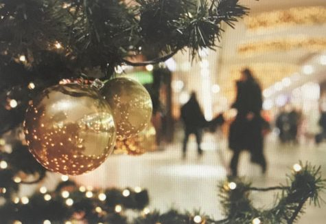 Christmas Shoppers Walk Past a Decorated Christmas Tree. Photography from: Getty Images, Inc, New York, 2009. eLibrary, https://explore.proquest.com/elibrary/document/1953924315?accountid=193113.
