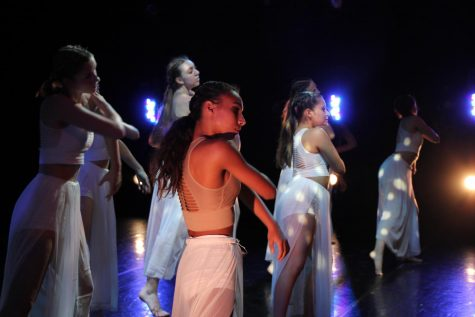 Float choreographed by Maryann Chavez. Costumes by Marissa Sellers and Annemarie Casey. Dancers visible: Jane Retzlaff, Sophia Cardenas, Whitney Black,  and Natalie Gratzer.